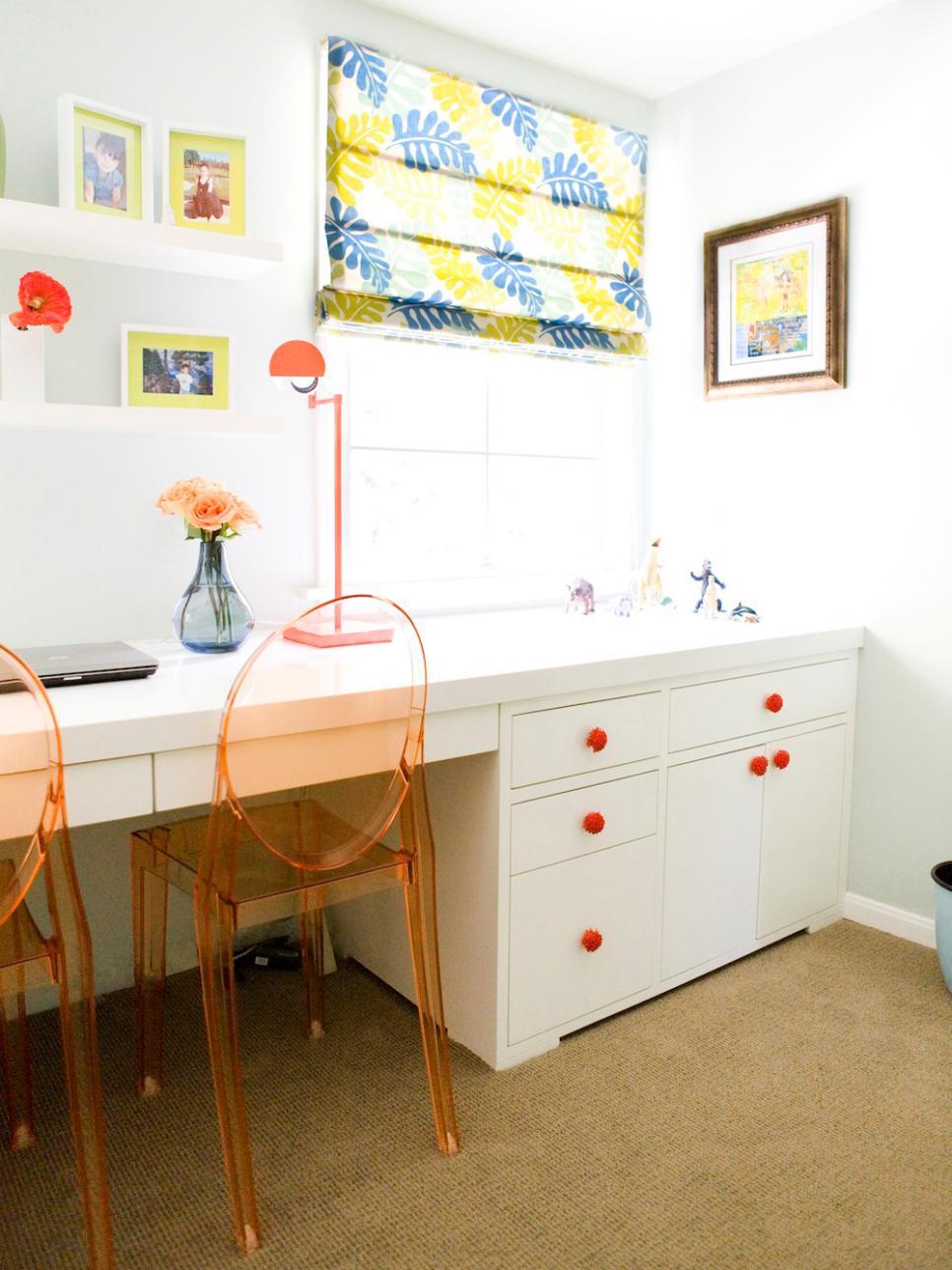 DP_Erinn-Valencich-Eclectic-Bedroom-Desk-2_s3x4.jpg.rend.hgtvcom.966.1288